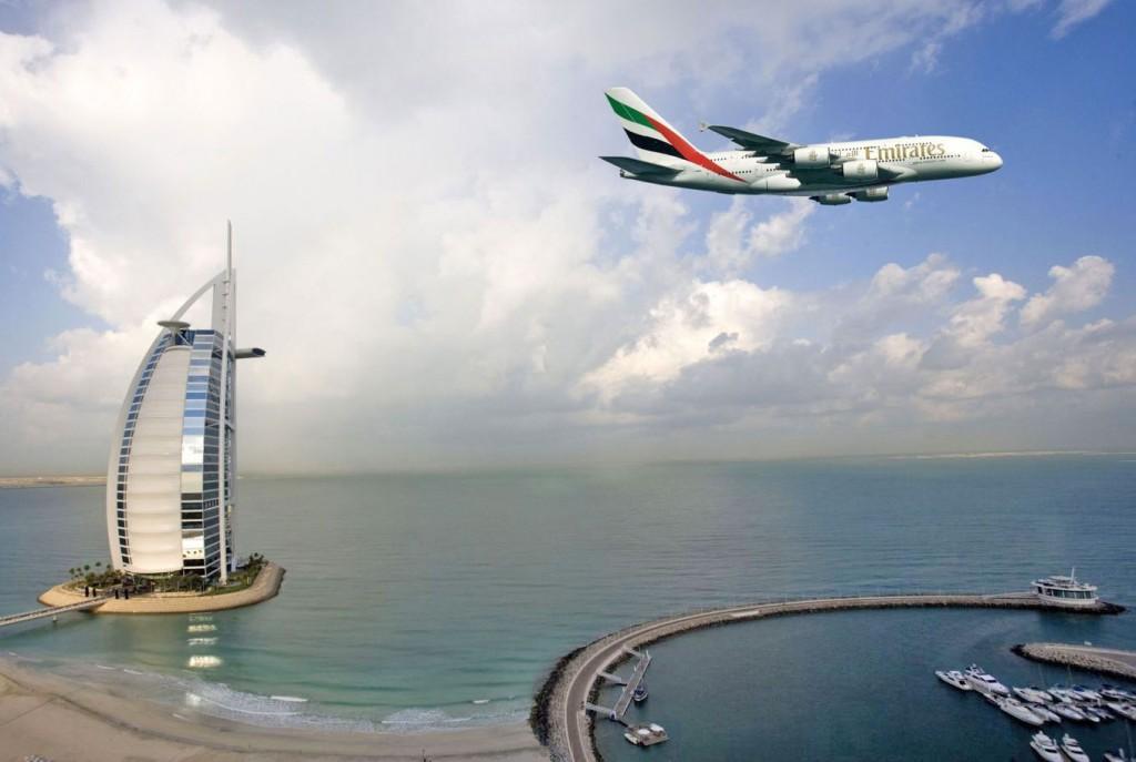 Emirates flyger över Burj al Arab