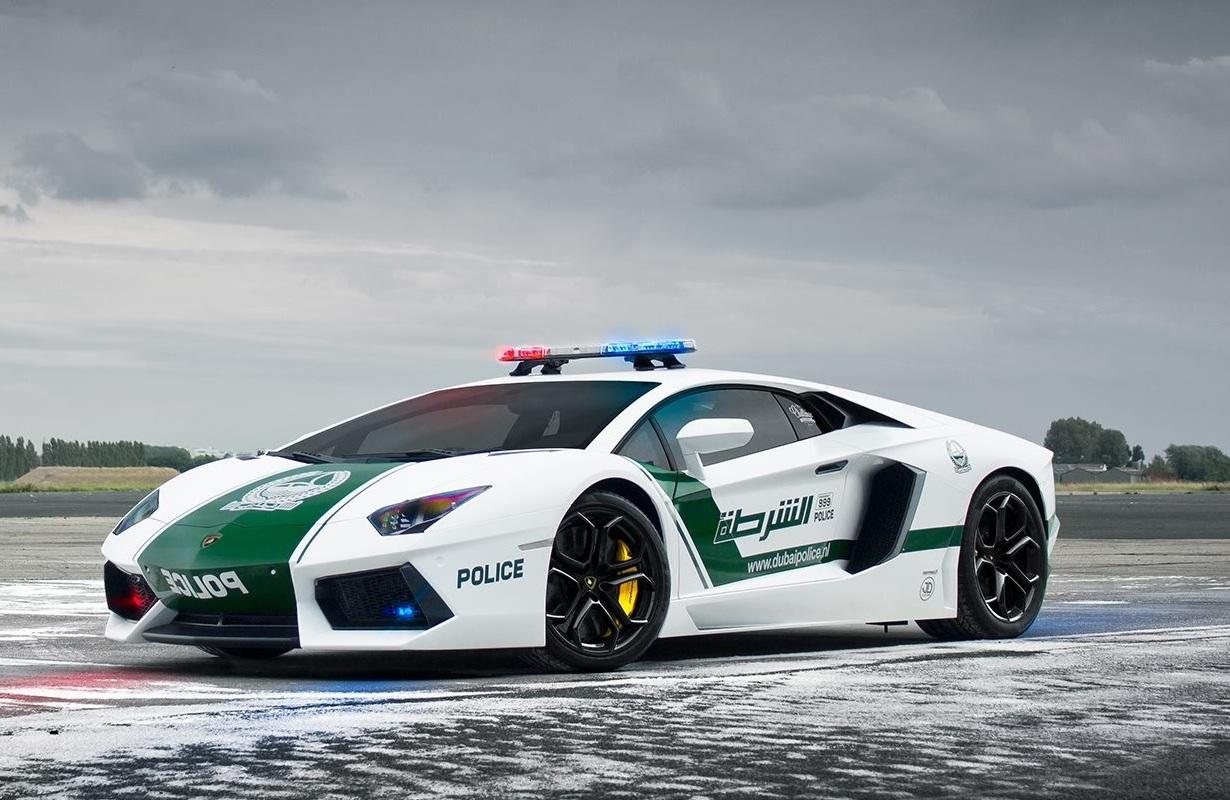 Dubai polis sportbil
