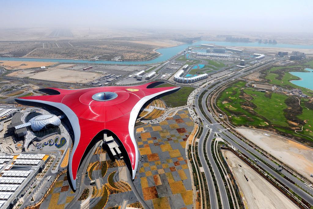 Åk till Ferrari World från Dubai